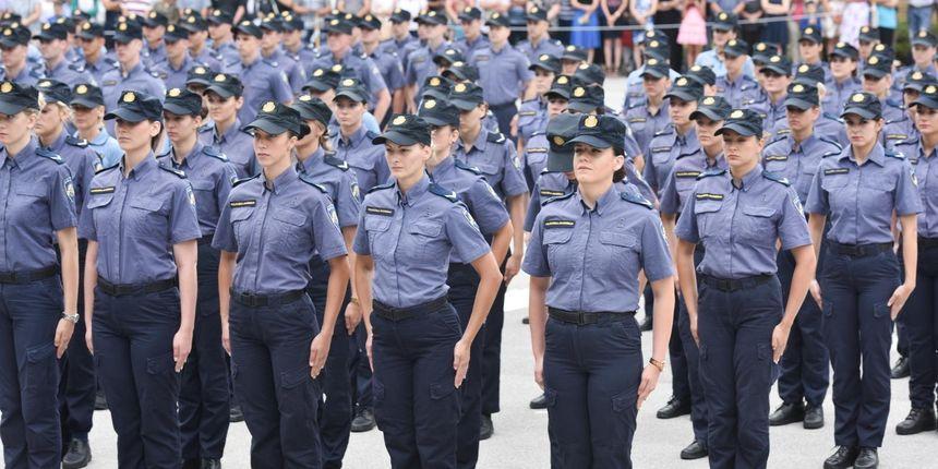 Izbacili 19-godišnju polaznicu s Policijske akademije: Objavila snimku kolega u 'užičkom kolu', kazne i za još neke