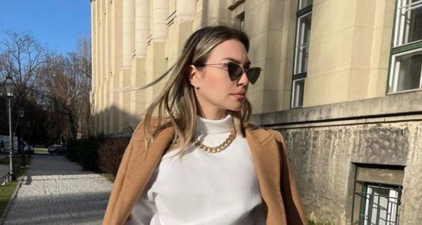 Bizarna moda: Domaća influencerica isprobala džemper ispod kojeg se vidi čitav grudnjak