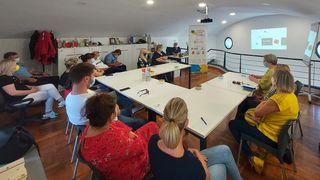 U Društvenom centru Ozalj održane radionice pružanja prve pomoći - među sudionicima i učitelji OŠ Slava Raškaj, djelatnici gradske uprave i policijske postaje