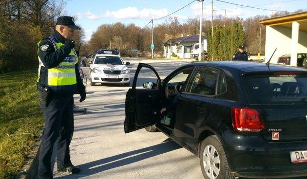 Pijani vozač (65) kod Bosiljeva bježao policajcima pa ih onda i izvrijeđao, na autocesti 63-godišnjak vozio s 2,75 promila!