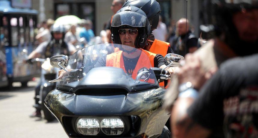 OPREZA NIKAD DOSTA Donosimo nekoliko savjeta za motocikliste