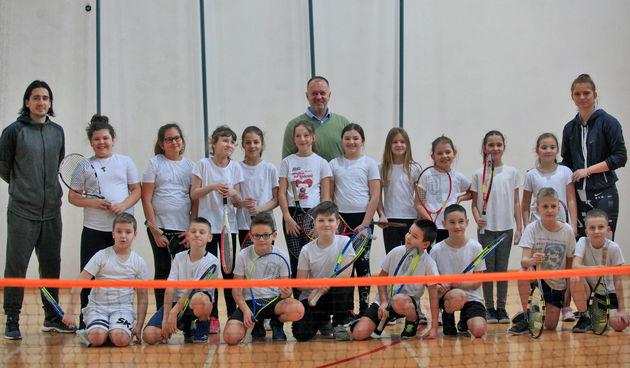 Osječani u školama uče igrati tenis