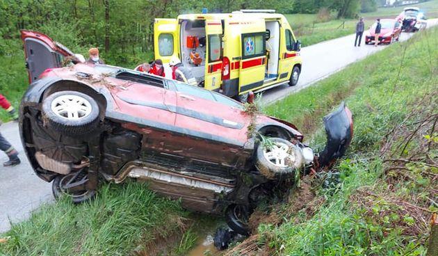 Vozačica izgubila kontrolu nad vozilom pa završila u jarku