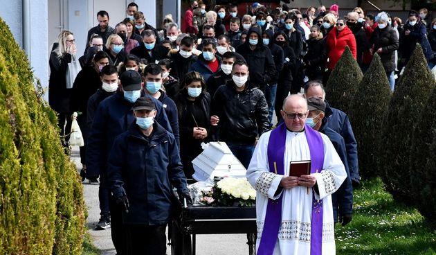 Pogreb djevojčice u Novoj Gradiški