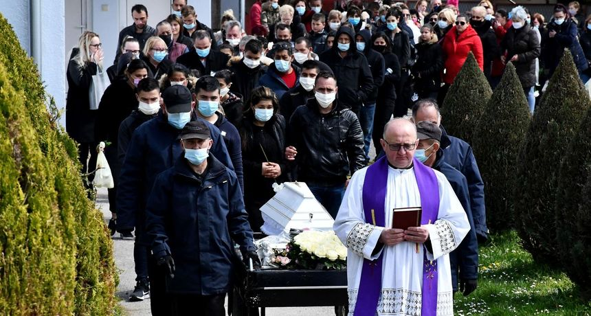Velika tuga u Novoj Gradiški: Mnoštvo ljudi oprostilo se od preminule djevojčice