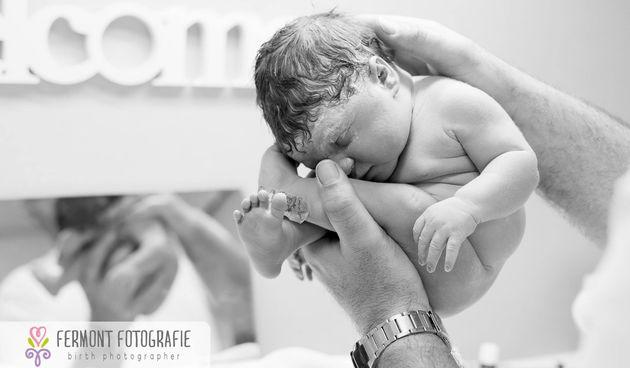 Nevjerojatne fotografije pokazuju u kojem su položaju bebe u trbuhu