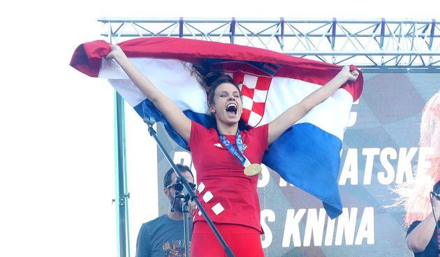 Zlatna olimpijka Matea Jelić dočekana u svom Kninu: 'Svi su euforični'