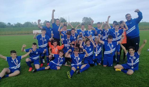 Mali nogometaši Karlovačke županije treći na velikom turniru u Sisku - Borna Špigelski najbolji strijelac