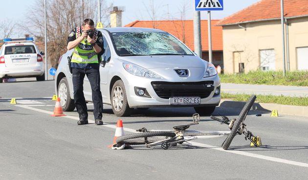 Nesreća otvorila pitanje: Trebaju li biciklisti na pješačkom prijelazu sići s bicikla?