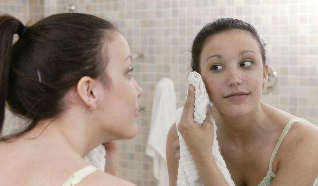 Evo kako se riješiti ožiljaka od akni i crveno-smeđih mrlja na koži