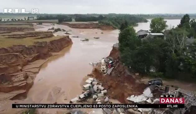 Najgore poplave u pola stoljeća! Dok je gradonačelnik davao izjavu, iza njega se srušila kuća: 'Jeste li to vidjeli?' (thumbnail)