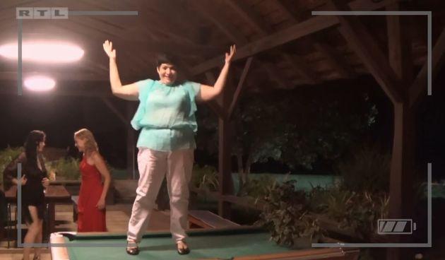 Bahra pleše na biljarskom stolu, Ljubav je na selu, sezona 13