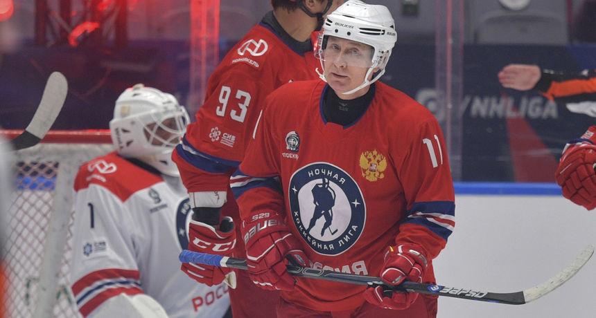 Putin igrao hokej na ledu na prvom svečanom događaju od početka pandemije
