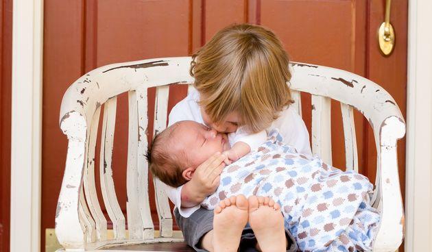 Prinova je veliko veselje za obitelj, ali kod starijeg brata ili seke može izazvati zbunjujuće osjećaje.