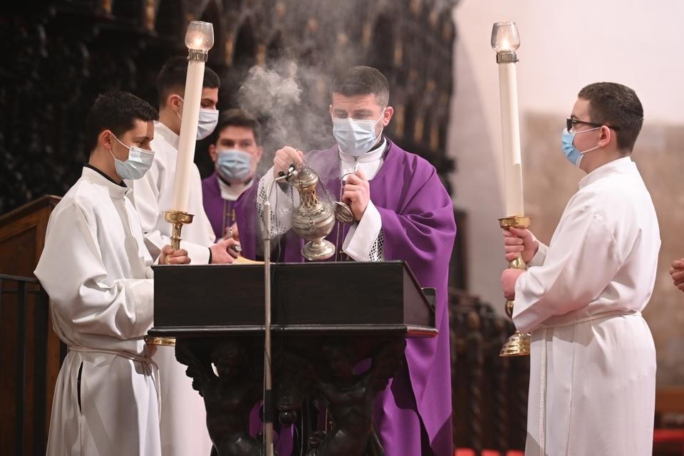 Mons. Josip Lenkić predvodio obred pepeljenja u katedrali svete Štosije