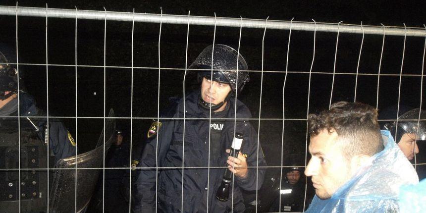 Slovenija zatvorila granicu, teška noć za izbjeglice u Trnovcu