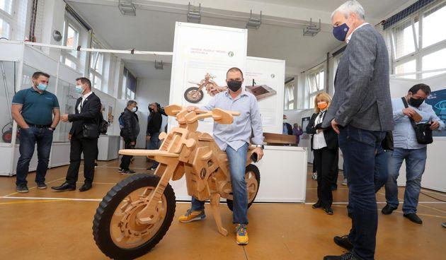 FOTO Drveni puzzle motocikl, motorne škare mobilne, solarni bicikl s hladnjakom...Čak 45 inovacija na ovogodišnjoj iKA-i