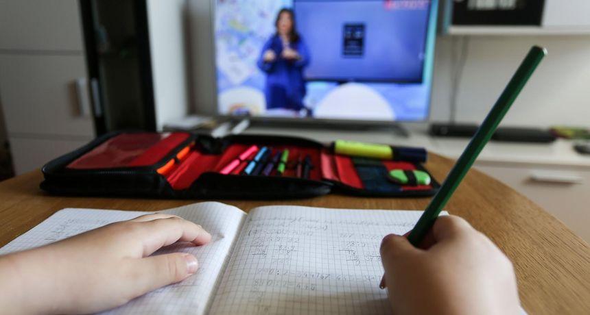 Školarci u Splitsko-dalmatinskoj županiji prelaze na online nastavu, a nema ni praktične nastave!