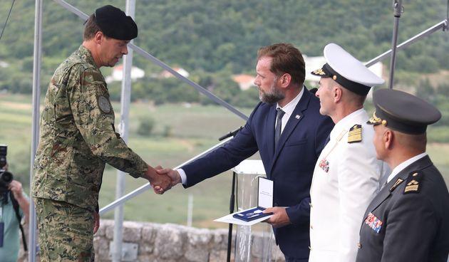 Banožić i Hranj uručili pohvale vojnicima za pomoć ljudima nakon potresa