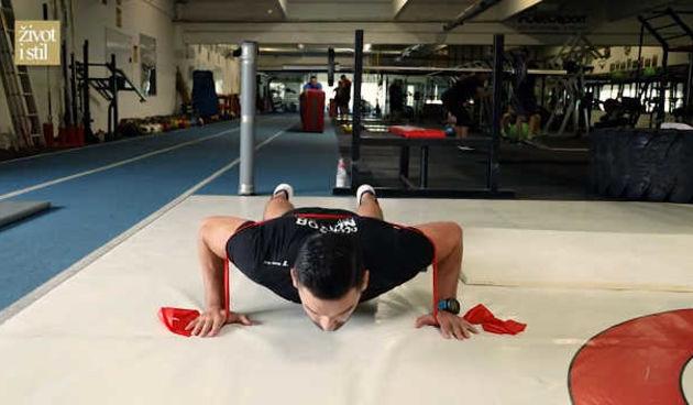 Ivan Brkljačić otkrio kako pravilno vježbati: Trening s elastičnim trakama (thumbnail)