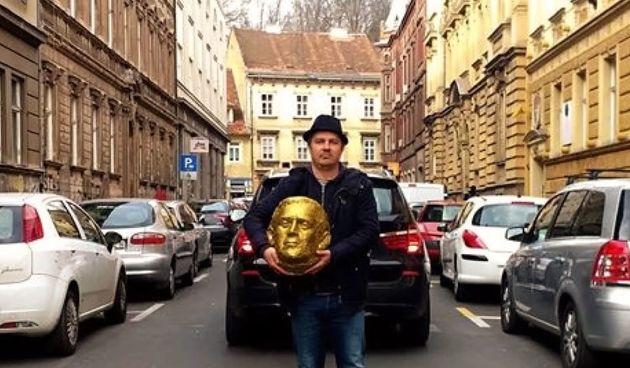 Juričan Škori 'daruje' Bandićevu bistu: 'Najam 15 kuna po satu, koliko si naplaćivao parking kod Merkura'