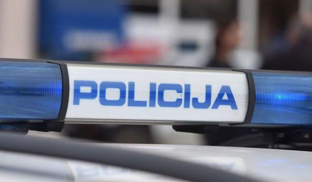 U Slunju oštećena kamera javne ustanove, u Karlovcu 48-godišnjak opet uhvaćen kako vozi bez dozvole