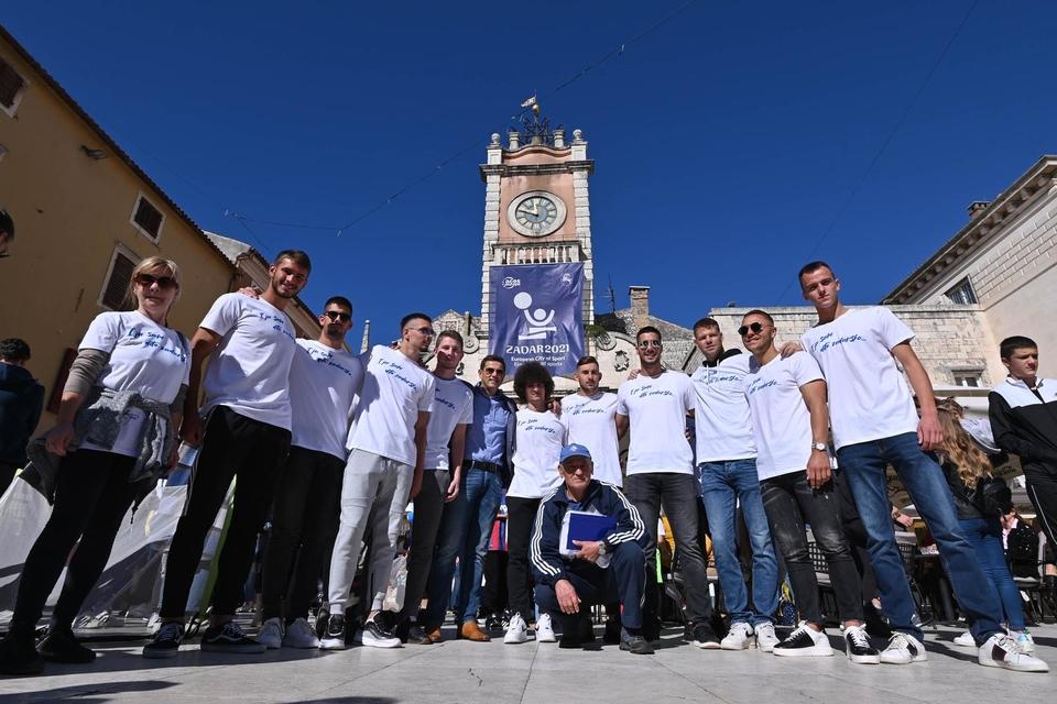 Igrači Zadra i Hajduka sudjelovali u humanitarnoj akciji na Narodnom trgu