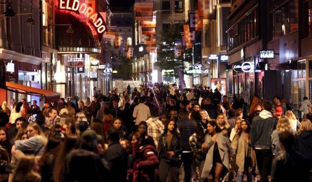 Party, tučnjava i oružje - Norvežani divlje proslavili kraj Covid mjera