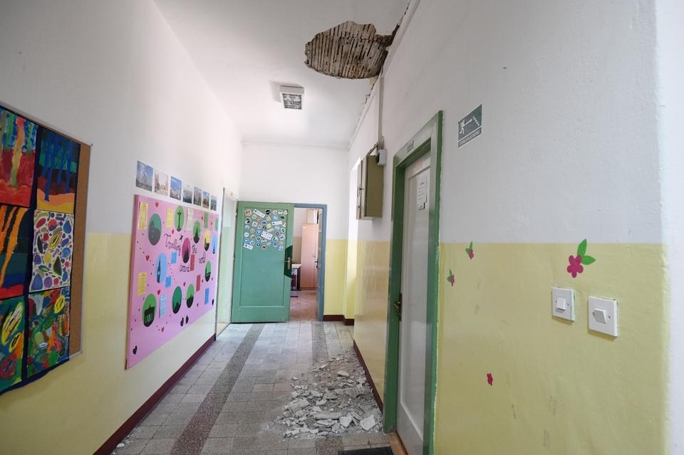 Urušen dio stropa u školi u Vrpolju
