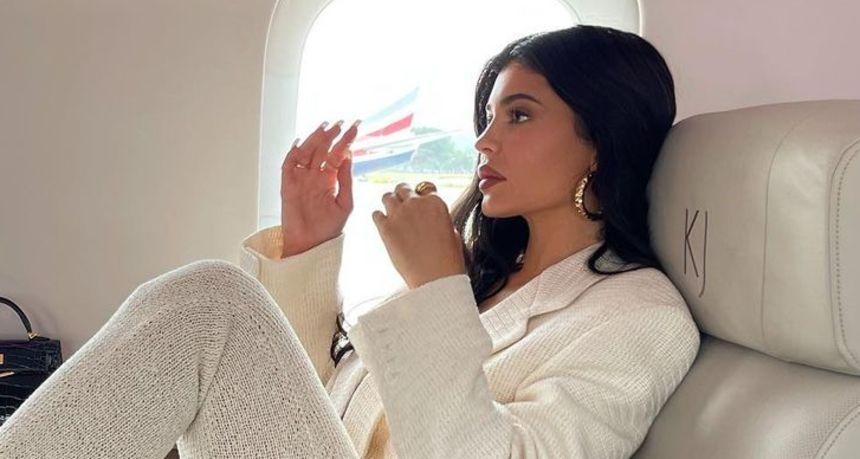 Ostavila polugole krpice: Kylie nakon dugo vremena iznenadila daškom glamura u finom kompletiću