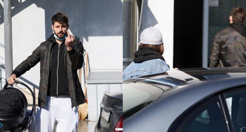 Iva Šarić izašla iz rodilišta skrivajući lice, dok je novopečeni tata pokazivao srednji prst fotografima