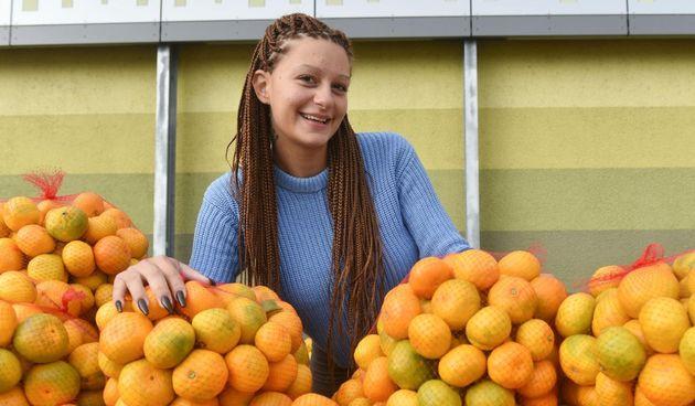 Prodavačica mandarina Kristina Penava ponovno prodaje mandarine na štandu