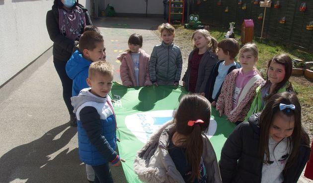 U dugoreškom Dječjem vrtiću podignuta zastava Međunarodne eko škole, gradonačelnik Boljar: Ovo je mjesec s predznakom eko u Dugoj Resi