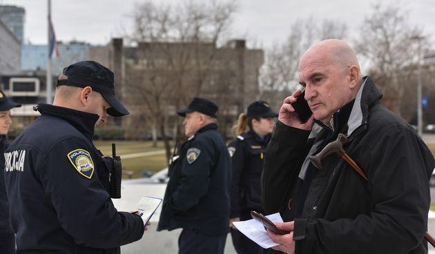 Dobio zabranu prilaska Tuđmanu pa odmah otišao tamo, dočekala ga policija