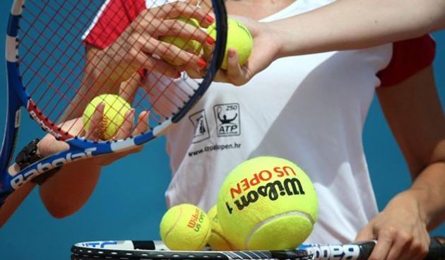 Tenis univerzalna