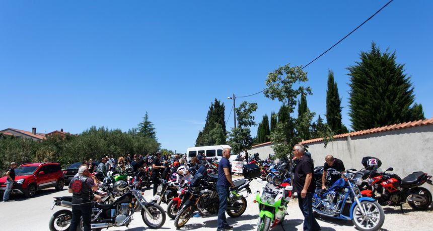 Motoristi u velikom broju ispratili kolegu koji je poginuo na motoru u Murvici: Sin mu je teško ozlijeđen