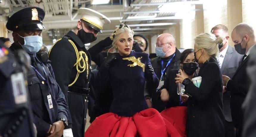Lady Gaga izvela američku himnu: Oduševila kreacijom, a posebnu je pažnju privukao jedan detalj