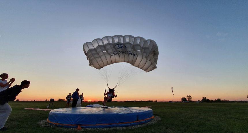 U Osijeku održano natjecanje u padobranskim skokovima na cilj