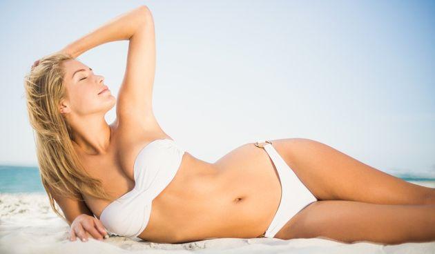 kupanje plaža sunčanje koža kupaći kostim žena sreća