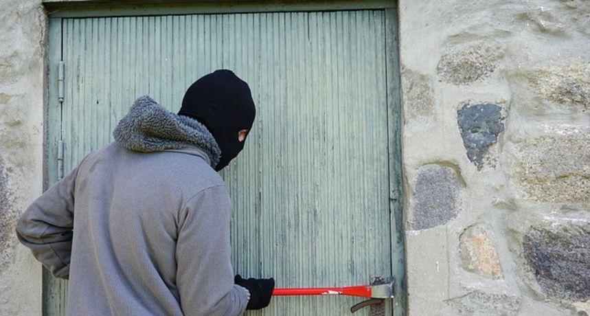 Provalnik uhvaćen na (ne)djelu: Policija stigla dok je krao alat iz vikendice
