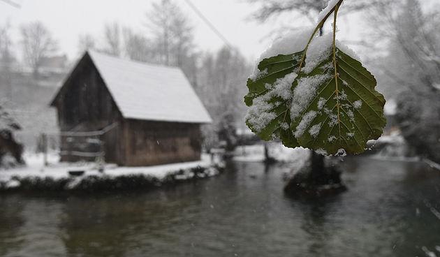 FOTO GALERIJA Prvi prosinački snijeg zabijelio i predivne Rastoke - 2. prosinca 2020.
