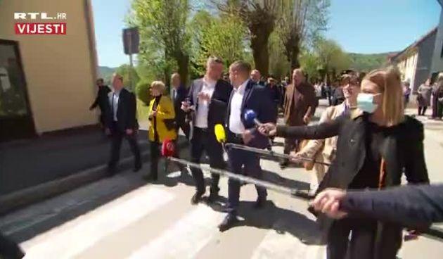 Milanović u općini Plaški dočekan pljeskom  (thumbnail)