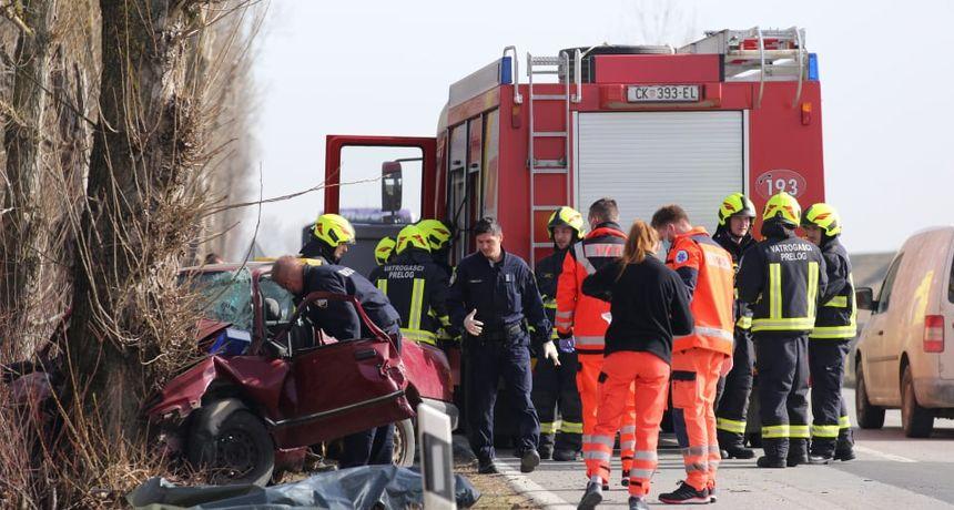 FOTO Tragedija kod Cirkovljana: Autom se zabio u stablo i na mjestu poginuo