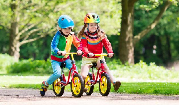 Djeca na biciklima