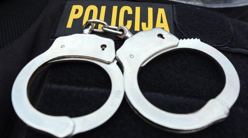 Zatočio 18-godišnjakinju, u bijegu od policije ozlijedio službenike