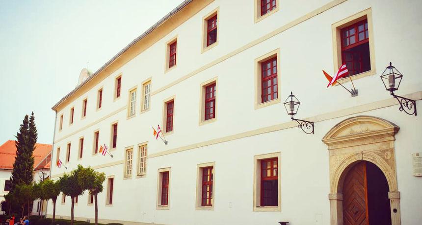 UPISI Stručni studij poslovne informatike na Fakultetu organizacije i informatike  Izvodi se u Varaždinu, Zaboku, Križevcima i Sisku