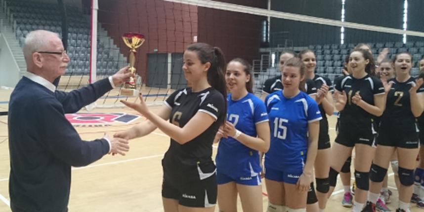Kadetkinje ženskog odbojkaškog kluba prvakinje Slavonije i Baranje