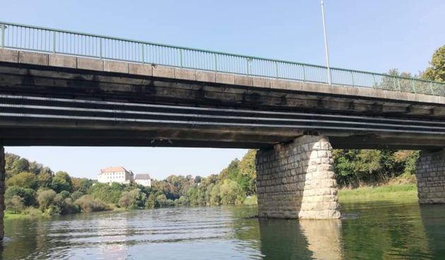 Sad već bivši ravnatelj ŽUC-a S. Turković najavio i obnovu mosta u centru Ozlja - investicija od dva milijuna kuna ipak tek sljedeće godine?