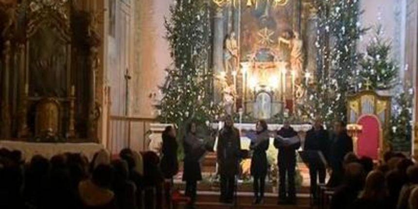 VIDEO: Božićni koncert vokalne skupine Akvarel