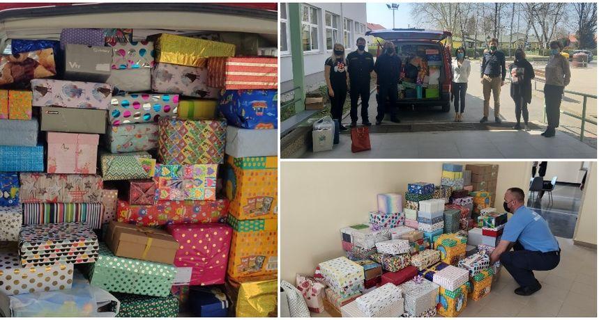 'ULJEPŠAJMO IM USKRS' Učenici i zaposlenici škole pripremili kutije s poklonima za prijatelje iz Gline